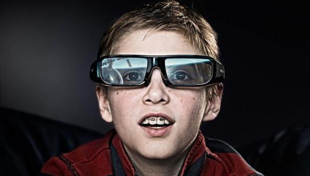 این عینک ها بیشتر در تلویزیون های برند های سونی استفاده می شود. هرچند که دیگر برند ها هم این تکنولوژی را به کار می برند.